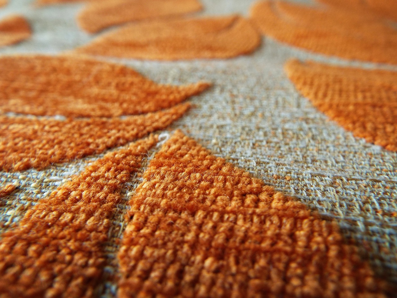 Jaká tajemství skrývá váš koberec?